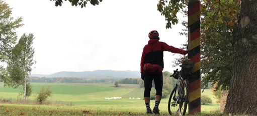 """Bikepacking mit Geschichte : Schwalbe sponsert Film """"Grenzerfahrungen"""""""