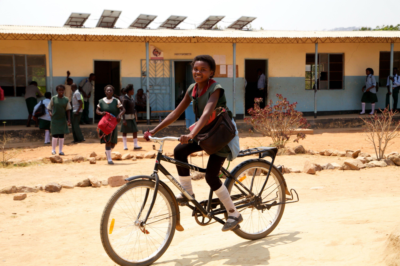 WORLD BICYCLE RELIEF: SCHWALBE SPENDET ERNEUT 100 BIKES